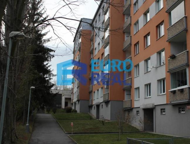 Byt 3+1 s balkonem u Letohrádku Hvězda, Praha 6